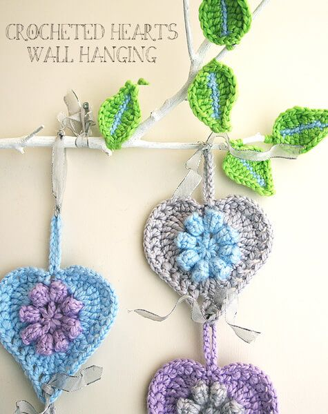 Free crochet patterns for Valentine's Day: wall hanging by the Creative Jewish Mom blog