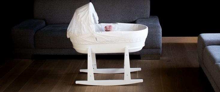 Kosz Mojżesza uważam zawynalazek genialny inie wyobrażam sobie innego łóżeczka dla noworodka. Jest mały, przytulny, anoworodek czuje się wnim bezpiecznie. Nie zajmuje dużo miejsca, więc może stać wnocy tuż przy naszym łóżku nawet jeśli mamy małą sypialnię. Dzięki niemupodczas nocnych pobudek, dziecko mamy nawyciągnięcie ręki, bez podnoszenia się złóżka iwędrowania popokoju. Jest lekki więc będzie …