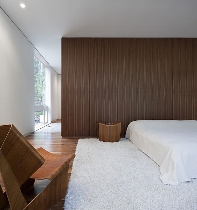 Classical modern bedroom in the Record House Revisited by David Jameson Architect.