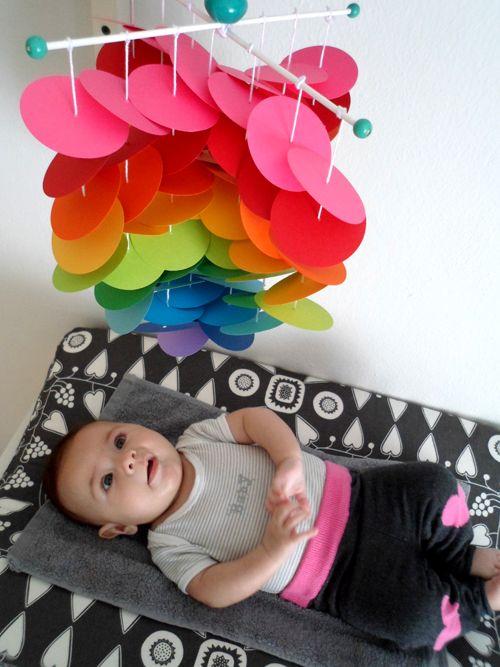 LALOLE BLOG: DIY: MÓVIL ARCOIRIS CON CÍRCULOS DE CARTULINA Crochet Bebe, Crafty Projects, Baby Crafts, Baby Toys, Kids Room, Nursery, Gabi, Craft Ideas, Babies Stuff