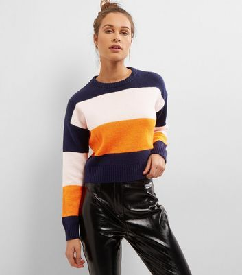 """Be bold this season with this block stripe cropped jumper. Pair with patent trousers and lace up shoes for the perfect finish.- Rounded neckline- Block stripe design- Simple long sleeves- Cropped hem- Soft finish- Casual fit that is true to size- Sarah is 5'9""""/175cm and wears UK 10/EU 38/US 6"""