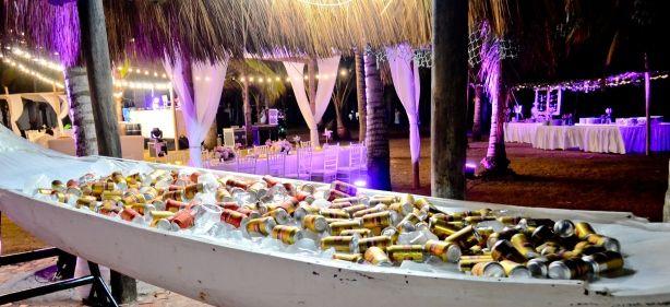 canoe with beer - Canoa para las cervezas en el bar de la playa By MY Group Eventos