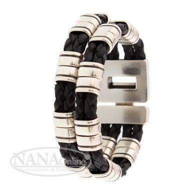 Gevlochten heren sieraad Josh  Ook voor de mannen in Nederland heeft Josh een collectie armbanden aan te bieden! Josh komt namelijk met een stoere lederen armbanden lijn. Het zijn twee gevlochten bandjes die verbonden worden door middel van een zilveren en nikkelvrije kliksluiting. De armband is bekleedt met (echt) zilveren kralen. U kunt de armband bestellen in de kleuren zwart en bruin. Ook kunt u tijdens uw bestelling een keuze maken uit de verschillende lengtes (incl. sluiting)