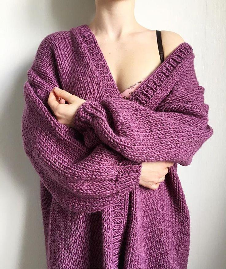 Стильный вязаный кардиган крупной вязки станет отличным дополнением к весеннему образу! Придаст легкой небрежности, женственности и соблазнительности! Купить дизайнерскую вязаную одежду ручной работы можно у нас! Присылайте заказы на емейл: knitbyheart@mail.ru