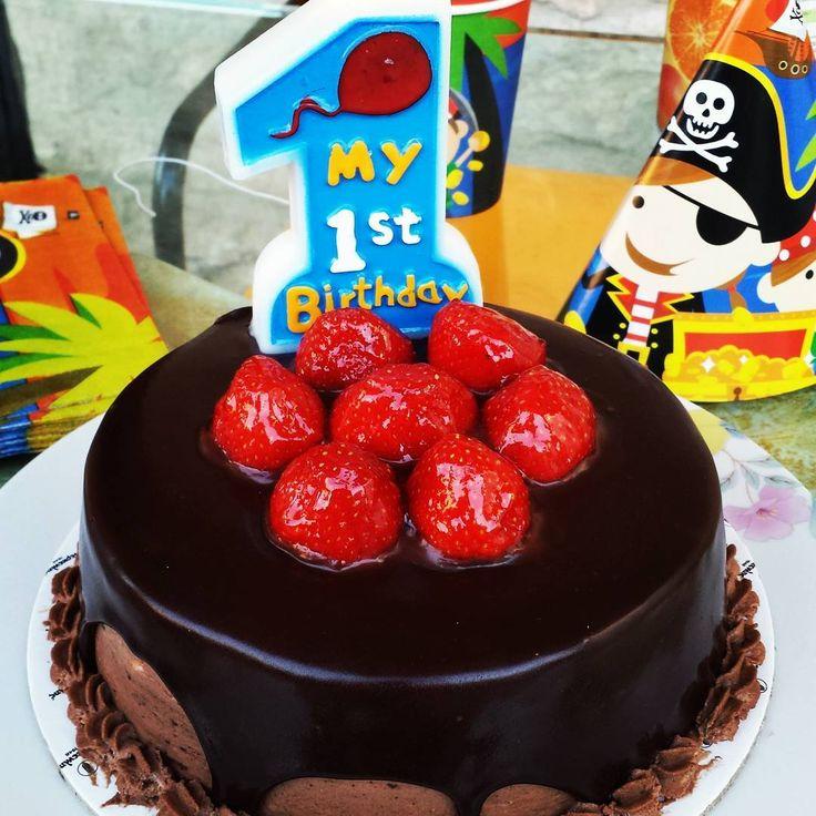 Babyboy Jonas's very 1st birthday cake! Emotional and excited 😍😗❤💙💚 #birthday #cake #birthdaycake #chocolate #strawberry #strawberries #firstbirthday #firstbirthdayparty #pirate #pirates #piratetheme #candle #yummy #yum #nom #nomnom #nomnomnom #instafood #instalike #summer #summermood