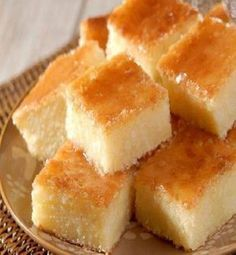 Compartilhar! Ingredientes 2 xícaras (480 ml) de leite 200 g de coco ralado 2 colher de (sopa) de queijo parmesão ralado 4 ovos 2 xícara de farinha de trigo 1 xícara de amido de milho 6 colheres (sopa) de margarina 3/4 xícara de açúcar Modo de Preparo Coloque todos os ingredientes no liquidificador e bata …