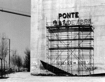 A ida e o regresso da guerra no Ultramar, o trabalho do campo, as capas negras dos estudantes. Regresse ao passado com estas 45 imagens de Portugal de outros tempos.