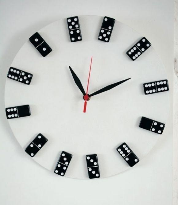 Relógio de dominó.   30 jeitos de decorar sua casa como você nunca imaginou (e com apenas R$10)