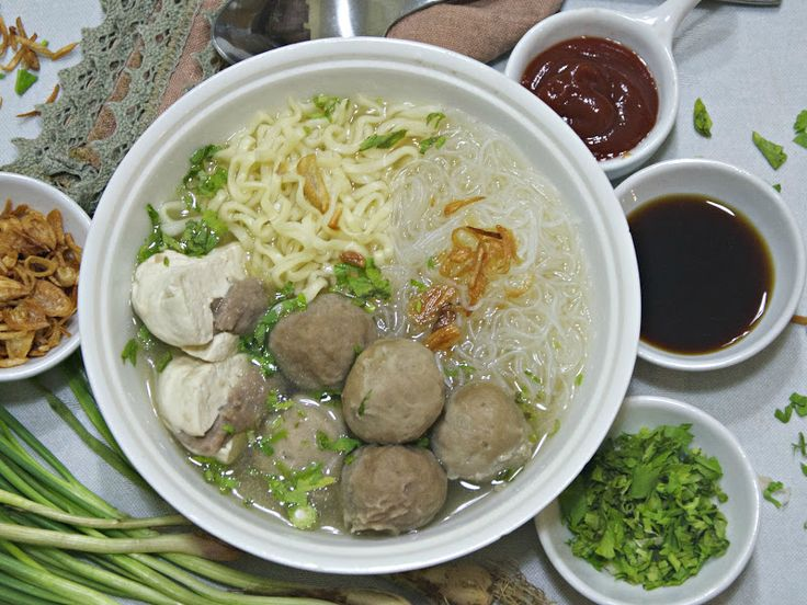 Indonesian Medan Food: Home made Bakso daging kenyal ( Meat balls in Broth )