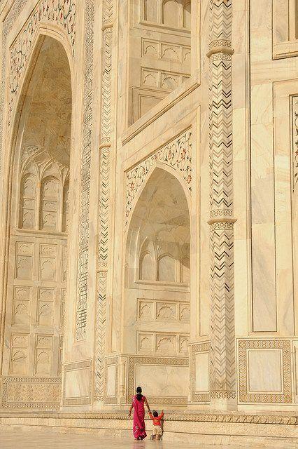 Taj Mahal, Agra, India. Perspective on size