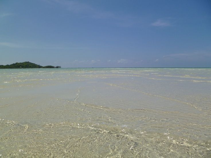 Crystal clear / turquoise water and soft white sand at Chaweng Beach in Koh Samui, Thailand!