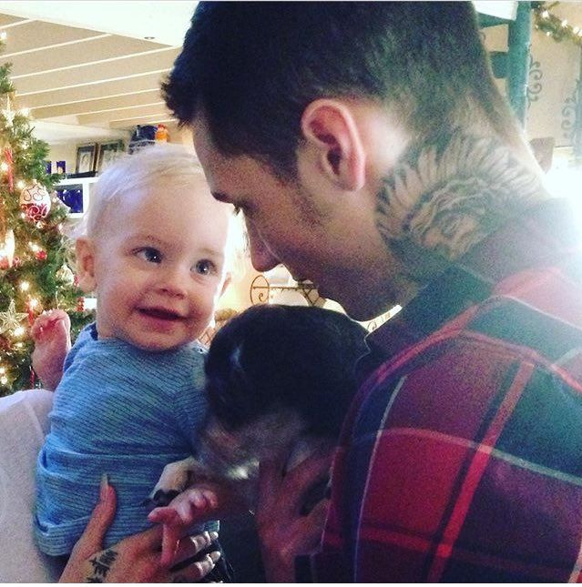 Andy with his nephew AWWWWWWWW this is so CUTE I LOVE IT!!!!!!!