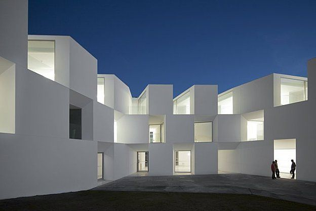 House for elderly people / Francisco Aires Mateus