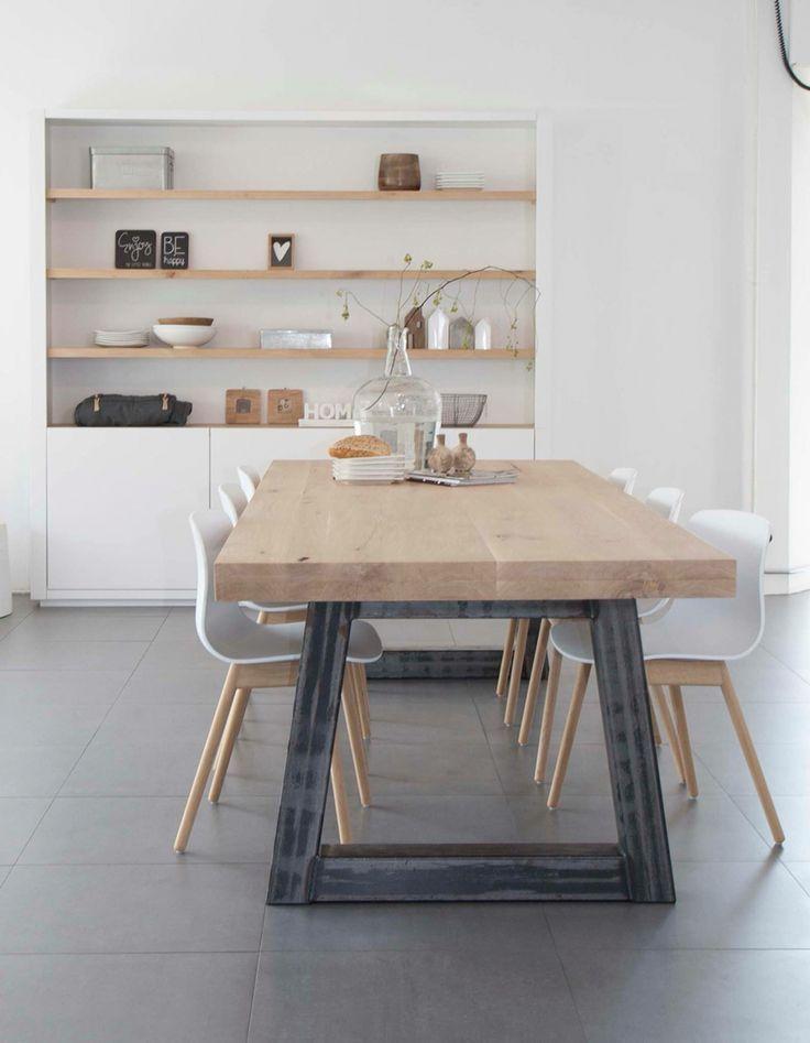 nice Liefde voor de tafel en de schappen die in de muur zitten ipv op de muur!... by http://www.coolhome-decorationsideas.xyz/dining-tables/liefde-voor-de-tafel-en-de-schappen-die-in-de-muur-zitten-ipv-op-de-muur/
