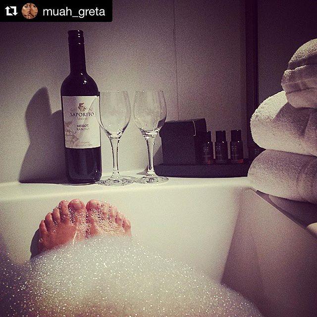 #Repost @muah_greta ・・・ #Relaxing #summertime with @ritualscosmetics in #hotel @stroomrotterdam #stroomselfie #stroomrotterdam #rotterdam #roffa #010 #summer #bathtime #cooldown #stroom #instastroom #zomer #badderen #badderenalseenbaas #zomer2016 #zomerkriebels #summer2016 #bubbles #relax #wellness #summerinthecity