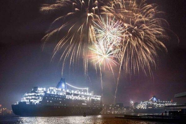 Ahoi 2017! Dein Silvester Cruise mit Gala Dinner, Show und Feuerwerk in Amsterdam - 2 tage ab 165 €   Urlaubsheld