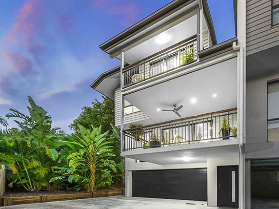 MORNINGSIDE 5/58 Dickson Street...A master of design, this three bedroom townhome offers space, size and seclusion in a desirable Morningside position.