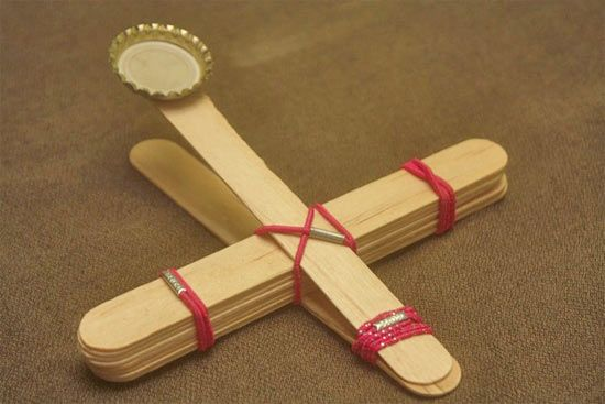 crafts with popsicle sticks | http://www.sophie-world.com/crafts/popsicle-stick-catapult