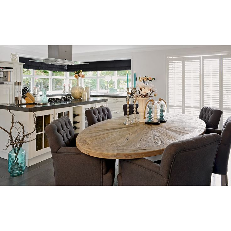 Ovale tafel met feutuils