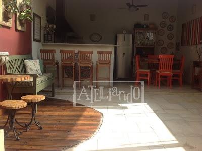 Ateliando - Customização de móveis antigos    Aqui os móveis já no lugar, sol a pino, dia lindo e tudo colorido para alegrar e animar o astral!