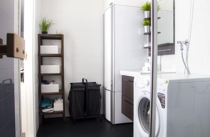 Nuoren parin uuden kodin kylpyhuone kaipasi isompaa remonttia. Lue, miten tehtiin kylpyhuoneen uudistus edullisesti ja nopeasti laattapinnoitteella!