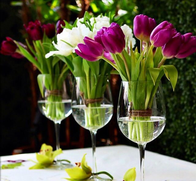 Easter table decor. Tulips