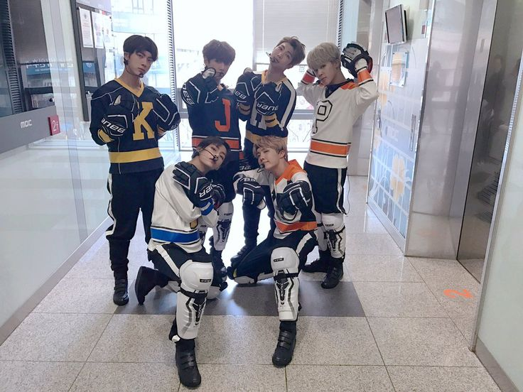 YASSS HOCKEY PLAYIN BTS IS ACTUALLY MY FAVE