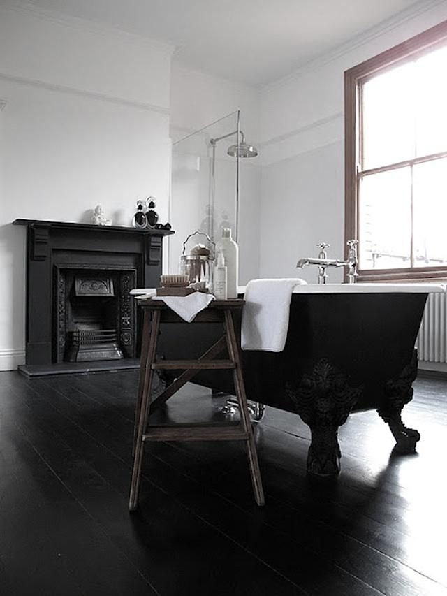 UK based Jonathan King chronicles his remodeling adventures in his blog, 47 Park Avenue.  I love this bathroom so clean and simple