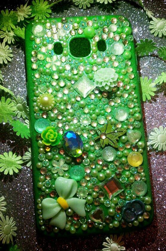💚 Attraversando tutte le declinazioni del verde, cover in pendant e inserti luminosi...laddove risiede la speranza...grazie Daniela per aver scelto una creazione CreaCi....e tanti auguri💚 #creaCi #colcuore #coverpersonalizzate #samsungj5case #samsungcases #verde💚 #handmade #personalized #creation #creativity #flowers #swarovski #strass #strass #presents🎁