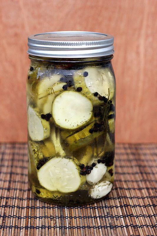 Refrigerator Garlic Dill Pickles // @tastyyummies // www.tasty-yummies ...