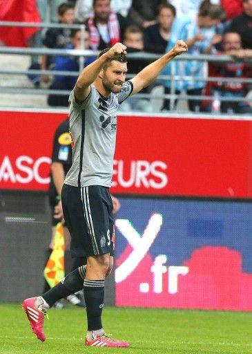 14-15フランス・リーグ1第7節、スタッド・ランス(Stade Reims)対オリンピック・マルセイユ(Olympique de Marseille)。2得点目を決め喜ぶオリンピック・マルセイユのアンドレ・ピエール・ジニャック(Andre-Pierre Gignac、2014年9月23日撮影)。(c)AFP=時事/AFPBB News