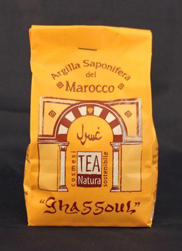 Ghassoul / Rhassoul - Argilla saponifera - 350 gr.Il Ghassoul è estratto in Marocco e proviene dai giacimenti, conosciuti in tutto il mondo, situati ai bordi del Medio Atlante, sulla valle di Moulouya, a circa 150- 200 km. da Fes.