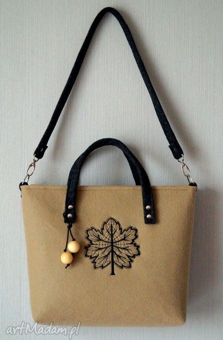 Filcowa torba z haftem. $37