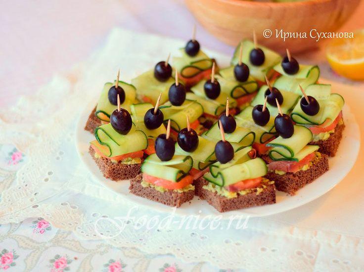 Украсьте свой вечер или создайте фурор на фуршете маленькими канапе с парусами из огурца, свежим авокадо, маслинами и красной рыбой