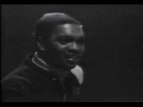 Booker T & The MG's - Green Onion  Uno de los más grandes instrumentales de la historia.  Por otra parte, creo que voy a crear una categoría de vídeos de los 60 con gente que baila de forma molona.