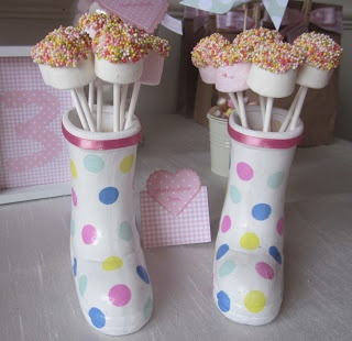The Mulberry Bush: Peppa Pig Treat Table. cake pops in a gumboot (or is it a Wellie?) Great birthday party table idea.
