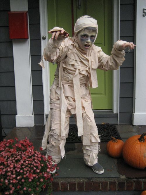 Easy Homemade Mummy Costume!!  Glue strips of cloth to old pants and an old turtleneck for easy on and off. Use an extra piece of cloth to wrap around their head. #Halloween
