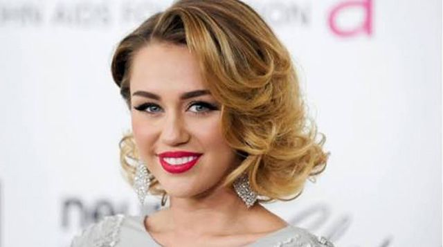 """Miley Cyrus Bawakan OST Film """"Freeheld""""   Majalah Kartini"""