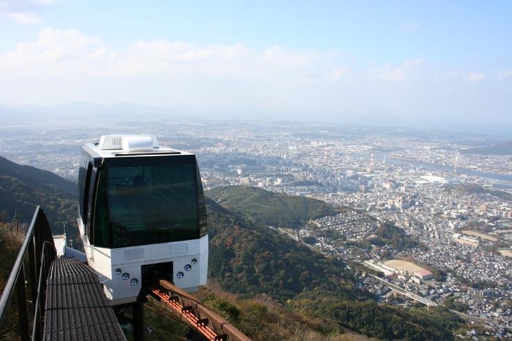 「英彦山神宮奉幣殿」まではスロープーカーで上る事ができる。
