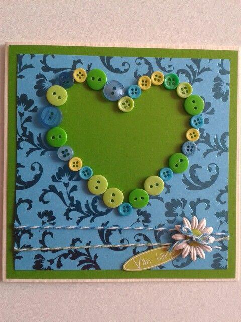 Van harte kaart in groen.blauw met een hart van knopen.