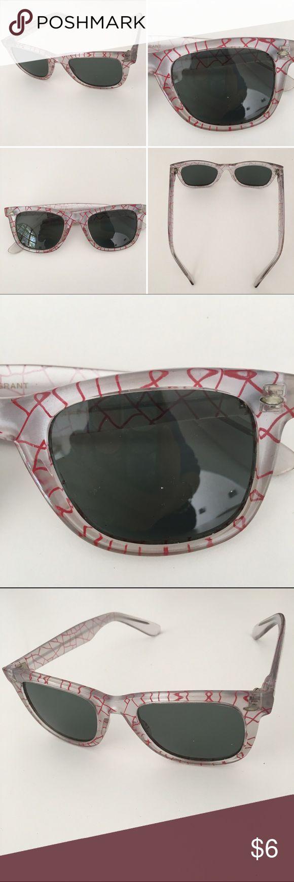 FOSTER GRANT sunglasses, gray glass, trendy design Color: Transparent frosty & red design --Gray glass --Super price 😎 Foster Grant Accessories Sunglasses