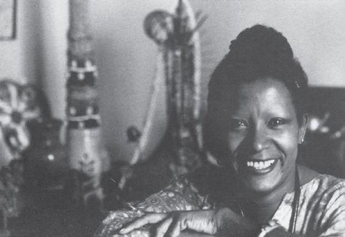 Lelia Gonzalez Sua militância em defesa da mulher negra levou-a ao Conselho Nacional dos direitos das Mulheres (CNDM), no qual atuou de 1985 a 1989.