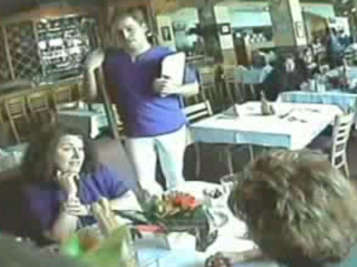Cámara oculta ( Pene falso en el restaurante ) - Videos Divertidos