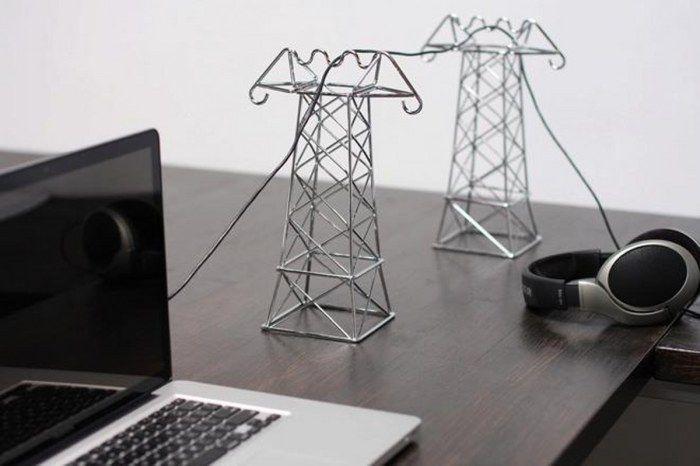 Миниатюрные линии электропередач могут грамотно скрыть мешающие провода.