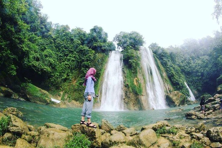 This place is quiet, beautiful and charming. Enjoy the scenery and the sounds of nature!   Would like to come here? Tag someone with ❤ . .  Location : Cikaso Waterfall, Sukabumi . . .  Next Trip Ujung Genteng Tgl 2 - 4 Desember IDR 565K/pax . . .  For details / reservation / private trip arrangement please mail to  tuk4ng.jalan@gmail.com or visit website www.tukangjalan.com