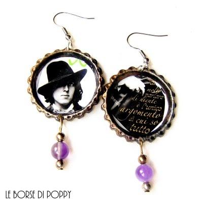 """earrings ,Oscar Wilde aforisma in italian """"AMO MOLTO PARLARE DI NIENTE, E' L'UNICO ARGOMENTO DI CUI SO TUTTO"""". upcycled beer bottle caps."""