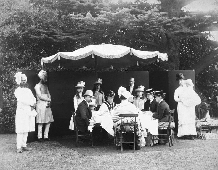 best a royal tea images queen elizabeth young alix and the british royal family having tea