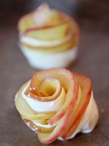 近くで見るとこんな感じです。 すでにバラの綺麗な形ですね。 後はオーブンで焼いたら出来上がり♪