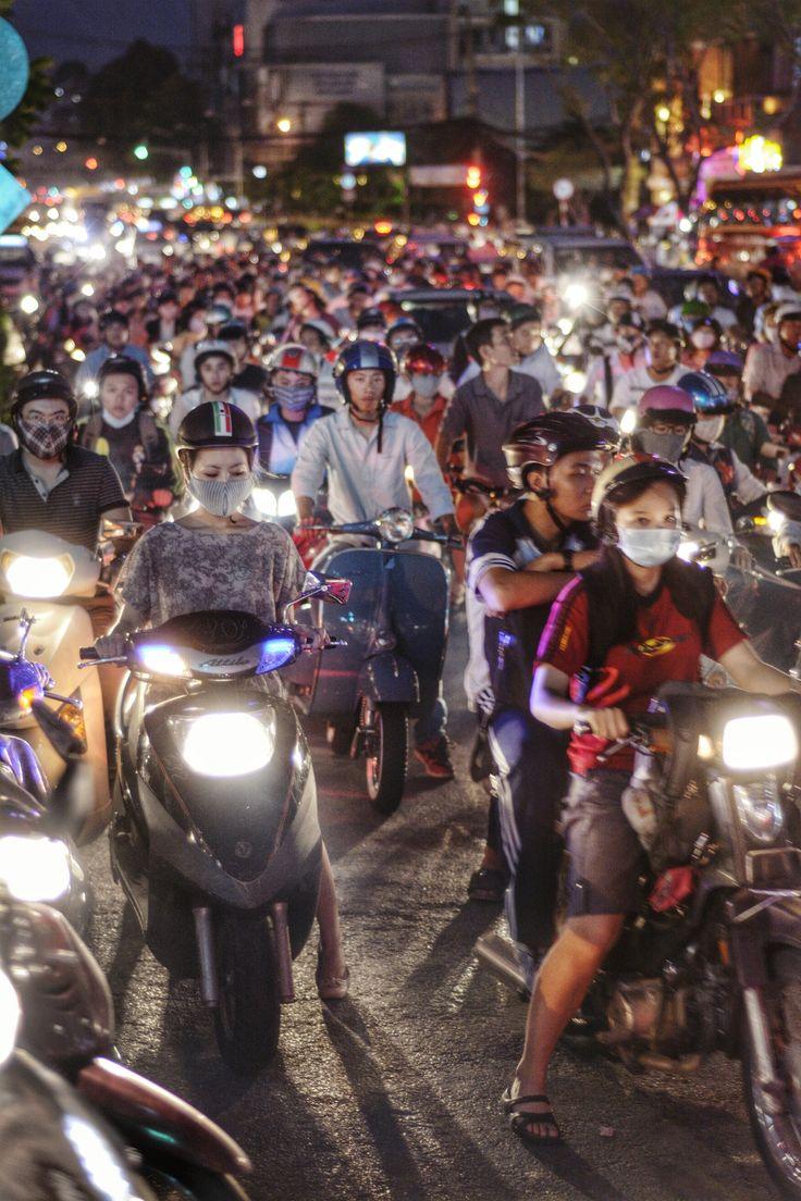Traffic in Saigon - Vietnam impressionant surtout pour les francais traverser devient un exploi hi hi