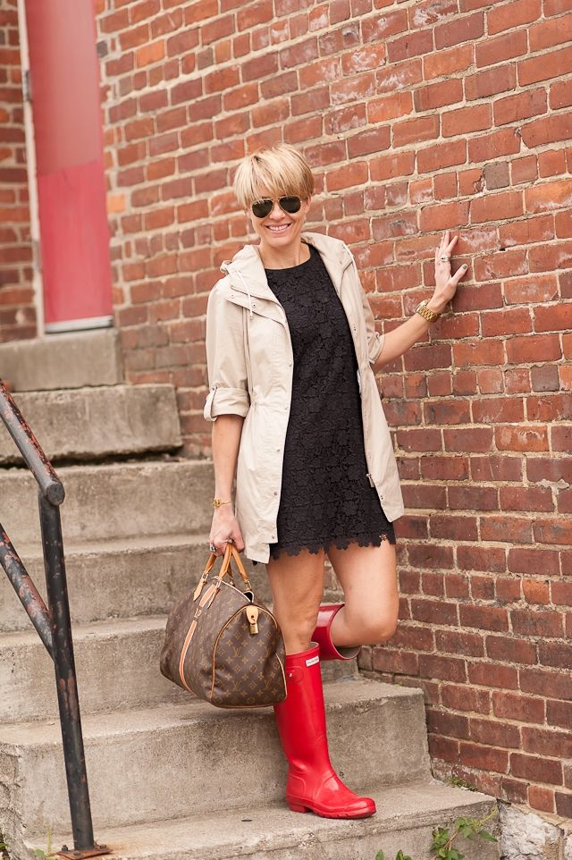 Red wellies + neutral dress, coat, and bag